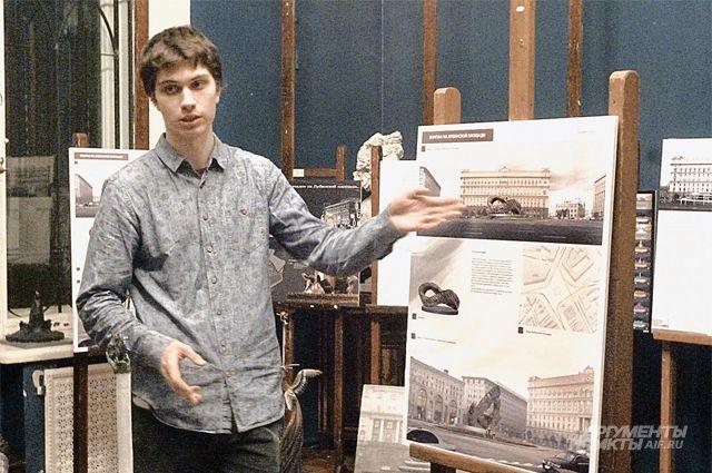 Георгий Молчановский представляет членам жюри свой проект.
