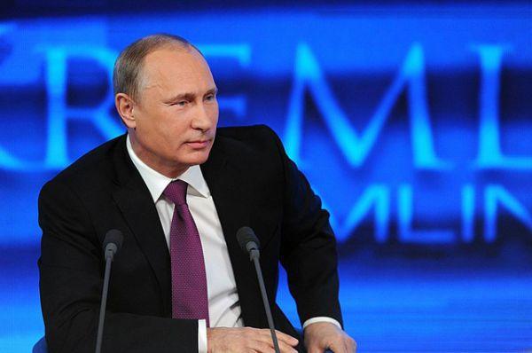 На вопрос о личной жизни Путин ответил, пересказав диалог с приятелем: «Он говорит, у тебя есть любовь? Я говорю, в каком смысле?— Ну ты любишь кого-нибудь? Я говорю — ну да. — А тебя кто-нибудь любит? Я говорю — да». И добавил, что после этого приятель с облегчением выдохнул и «махнул водочки».