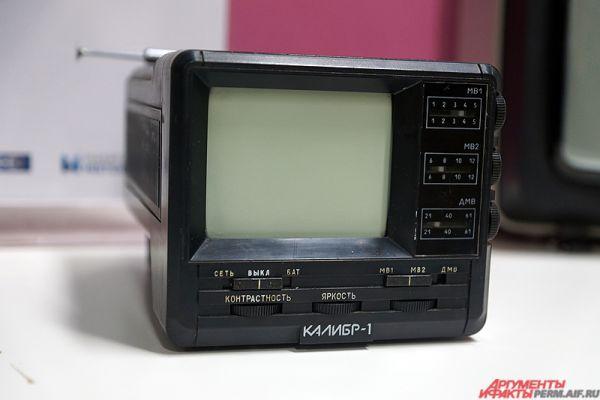 Телевизор «Калибр-1». Вес телевизора всего 1,6 кг. А питаться может он от аккумулятора машины.