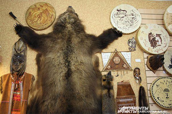 В быту аборигены используют различные материалы.