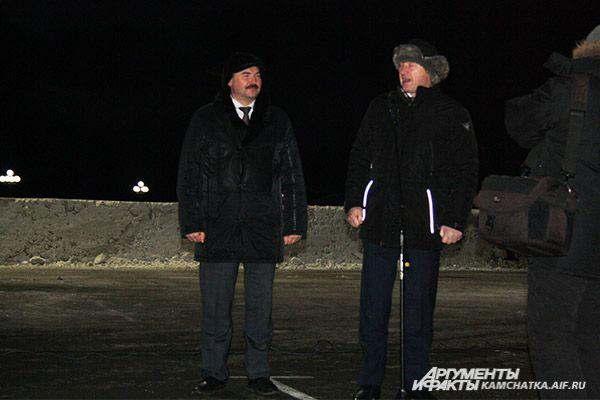 С наступающими новогодними праздниками камчатцев поздравили градоначальник Константин Слыщенко и сити-менеджер Дмитрий Зайцев.