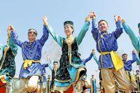 «Сценический вариант» национальной культуры - это всегда больше шоу, чем традиция в чистом виде, но главное - чтобы это шоу продолжалось.