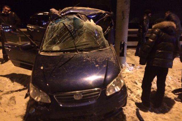 Нетрезвая женщина на автомобиле врезалась в столб.
