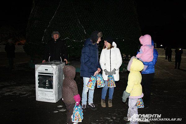 В этот день стартовала акция «Твори добро». Первыми участниками акции стали члены многодетной семьи Горабшиных, им подарили кухонную печь.