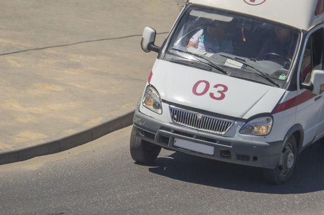 На месте дежурят три бригады скорой медицинской помощи.