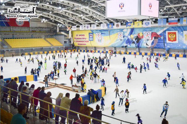 Более 250 тысяч посетителей в год принимает лёд арены.