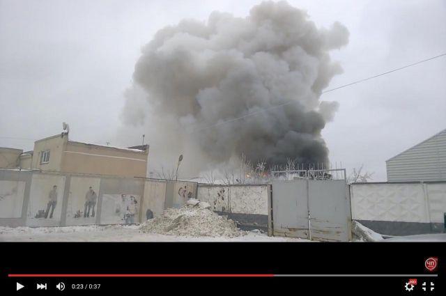 Пожар тушили около полусотни человек.