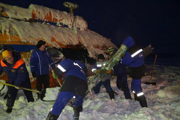 На место происшествия выдвинулись спасатели.