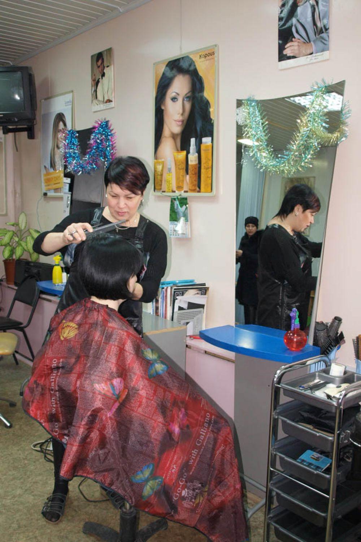 На территории ТК «Сельскохозяйственный рынок» работает парикмахерская.