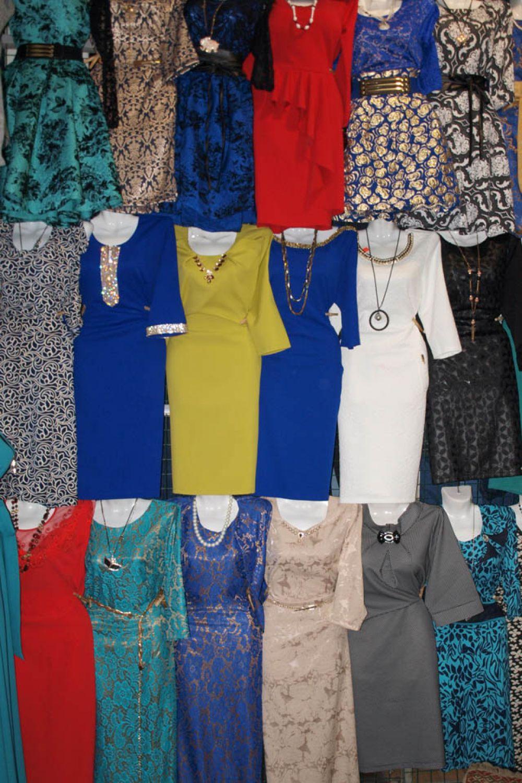 Продавцы тракторного рынка помогут вам подобрать наряд, как на торжественный случай, так и для повседневного ношения.