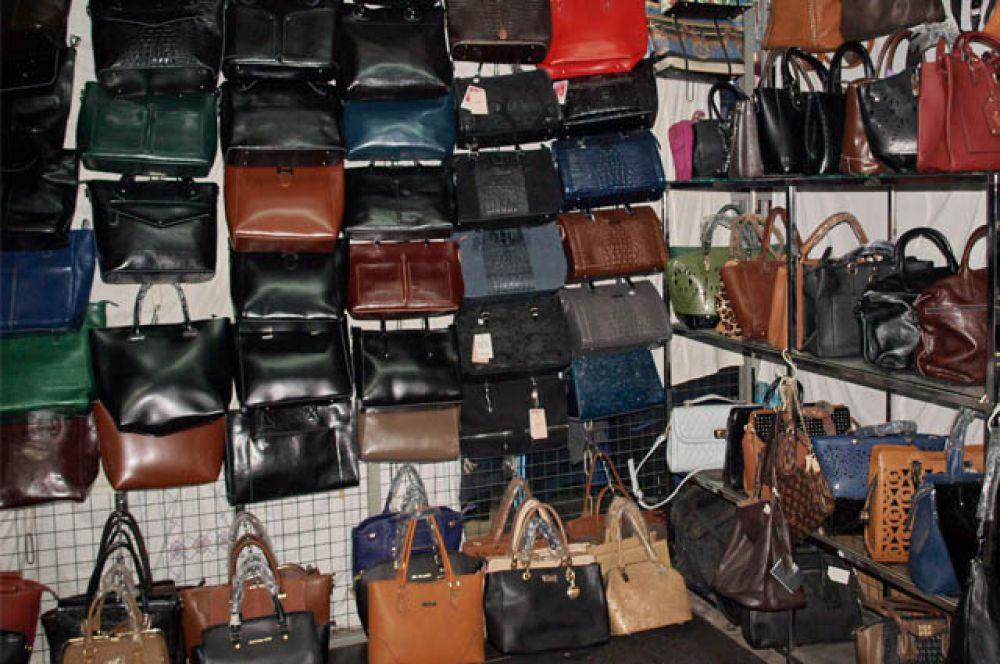 Стильная сумка является важным аксессуаром к завершению вашего образа.