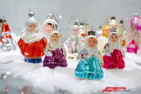 Во многих советских послевоенных игрушках присутствовал национальный колорит.