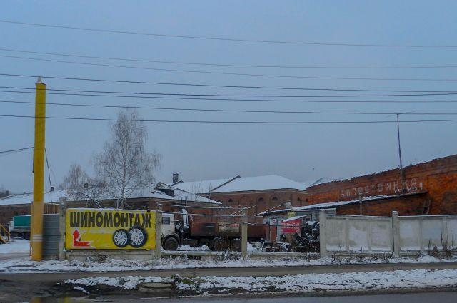 В стенах старинного здания устроили автомастерскую.