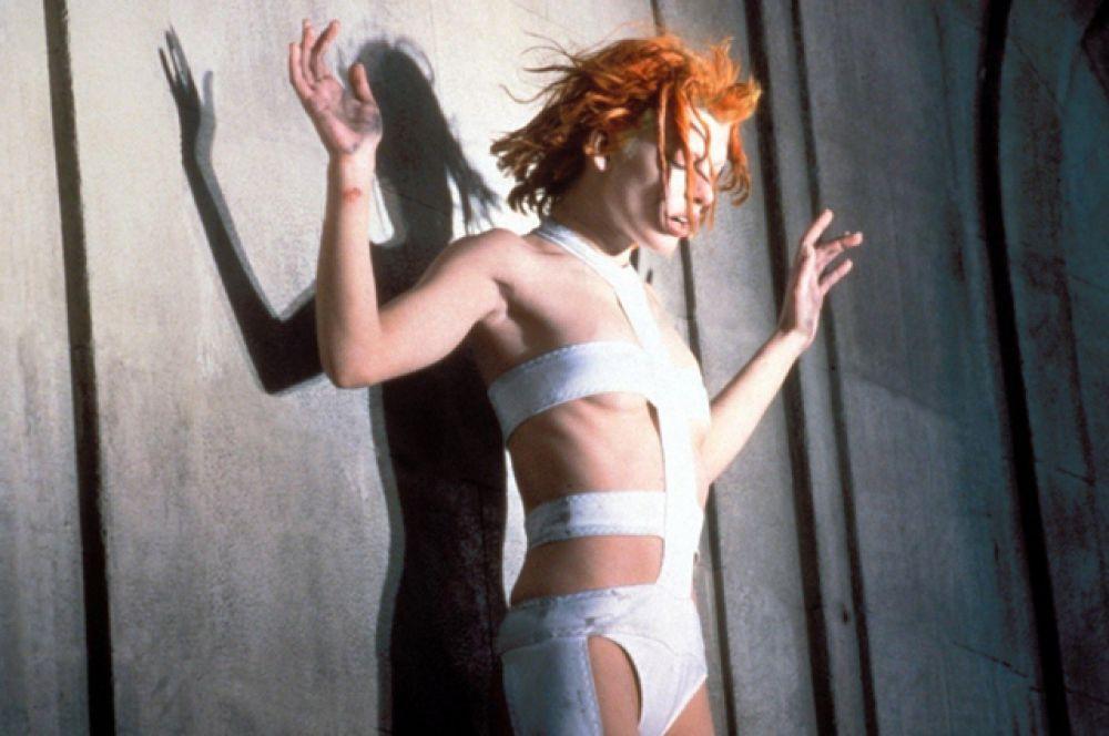 В 1996 году она принимает участие в кастинге для фильма Люка Бессона. Со второй попытки она получает роль и в 1997 году снимается в фильме «Пятый элемент».
