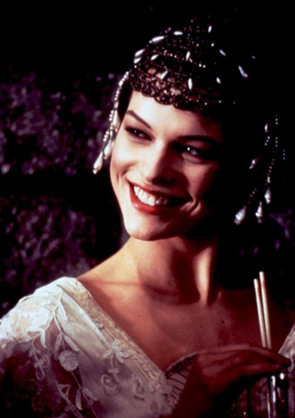 В 1992 году в картине «Чаплин» сыграла жену Чарли Чаплина — Милдред Харрис.
