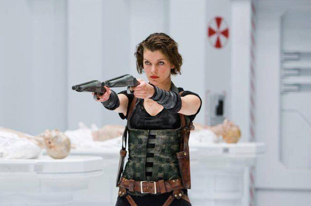 Йовович снялась в пяти боевиках «Обитель зла» режиссёра Пола Андерсона.