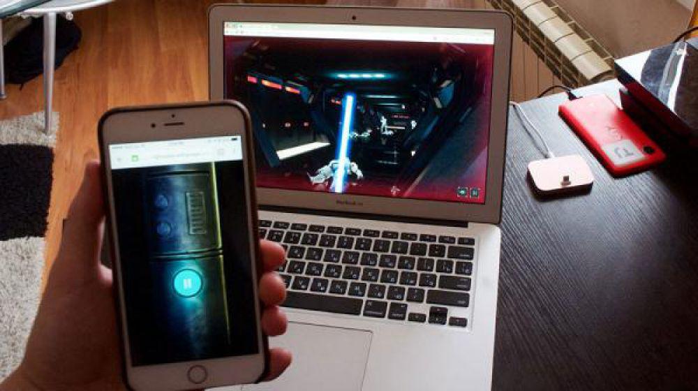 """Компания Google запустила специальный проект """"Побег со световым мечом"""": игру, превращающую обычный смартфон в виртуальный меч джедаев из фантастической саги."""