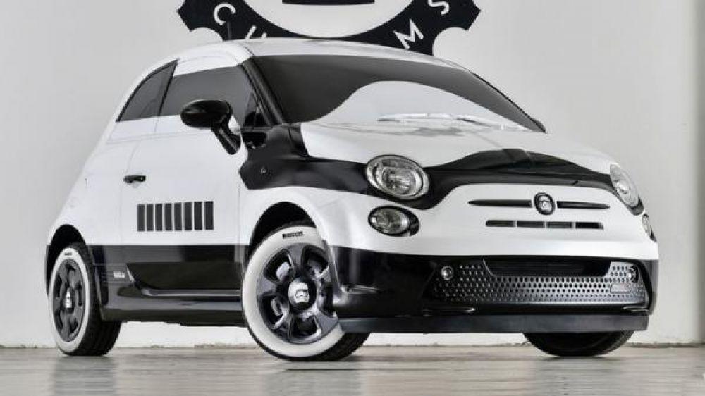 В ноябре миланская дизайн-студия Garage Italia Customs представила на моторшоу в Лос-Анджелесе особую версию электрического хетчбэка Fiat 500e, выполненную в стилистике имперского штурмовика из киносаги «Звездные войны». Выпуск новинки, подготовленной по спецзаказу альянса Fiat Chrysler Automobiles (FCA), приурочили к выходу седьмой части саги.