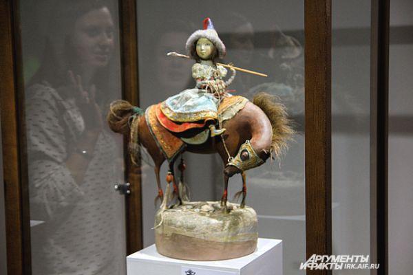 Эт опервая экспозиция кукол. Все работы живут в частных и музейных коллекциях.
