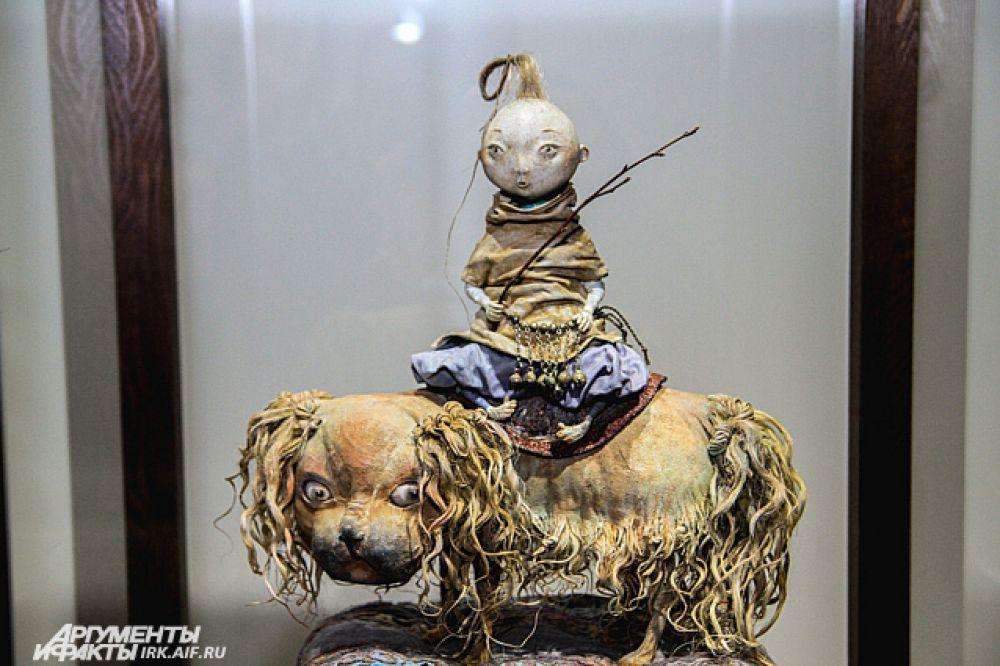 Как рассказала Доржима Намдакова, над каждой куклой трудятся 7 человек.