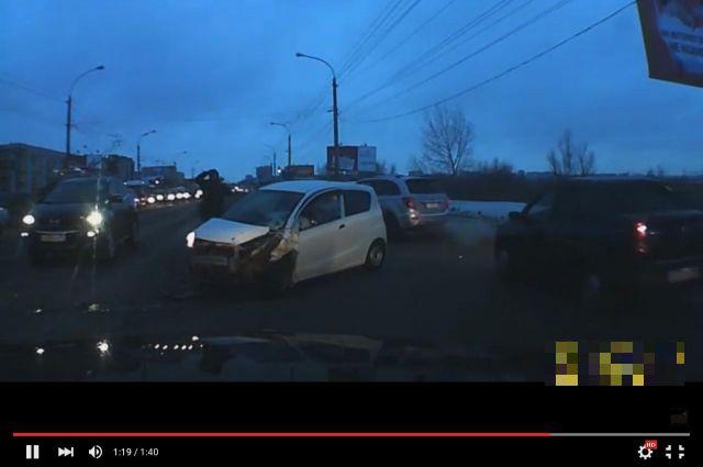 Лобовое ДТП произошло на улице Лукашевича.
