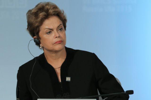 В Бразилии решили разогнать комиссию по импичменту президента