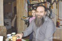 Отец Михаил Родин и его дочь Анастасия.