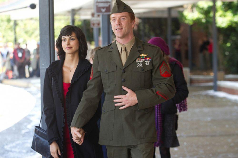 В центре сюжета сериала «Родина» находятся сержант морской пехоты ВМФ США, вернувшийся домой после восьми лет отсутствия без вести в Ираке, и офицер ЦРУ, которая подозревает его в причастности к подготовке террористической атаки на Америку.