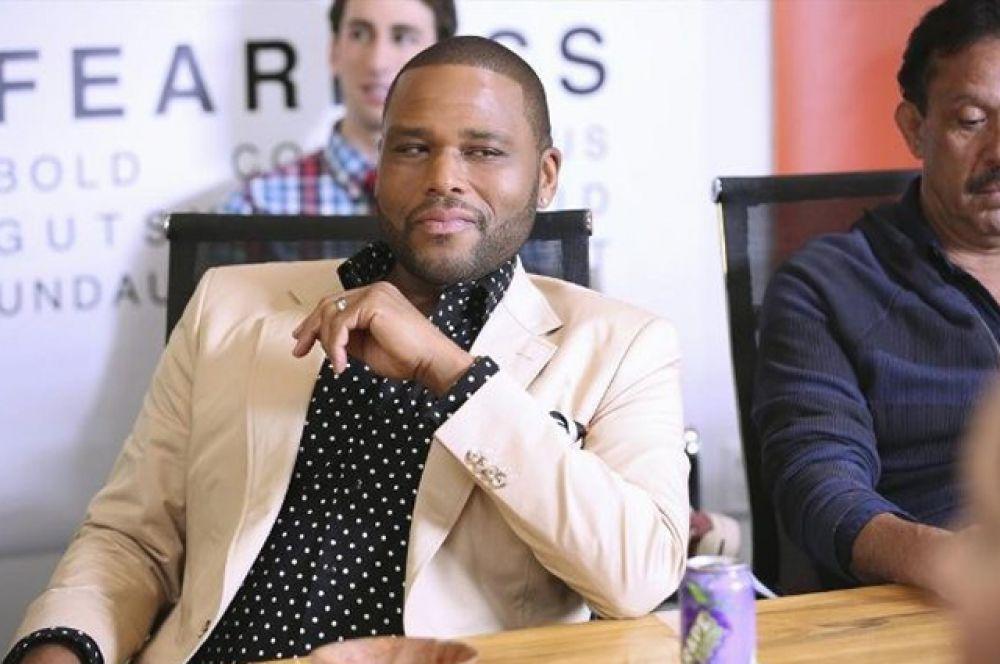 Комедийный сериал «Черноватый» рассказывает об удачливом темнокожем американце, который старается гармонично жить в обществе белых.