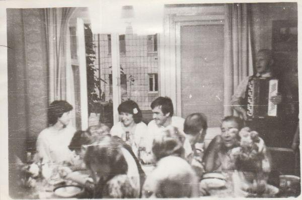 В 70-е свадьбы гуляли дома.
