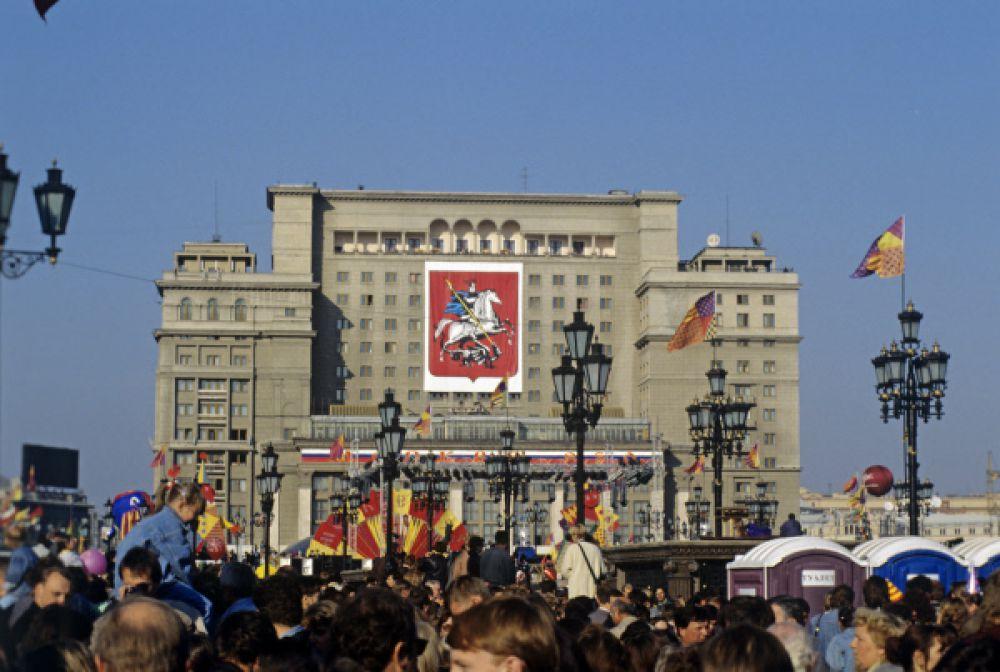 На Манежной площади в дни празднования 850-летия Москвы, 1997 год.