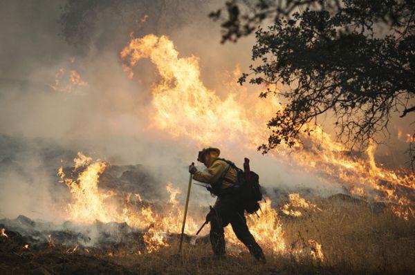 Лесные пожары в Калифорнии в сентябре 2015 оставили без крова несколько тысяч человек. Огонь охватил площадь более 28 тысяч гектаров в округах Лейк, Напа и Сонома. Территория северной части штата была объявлена зоной стихийного бедствия.