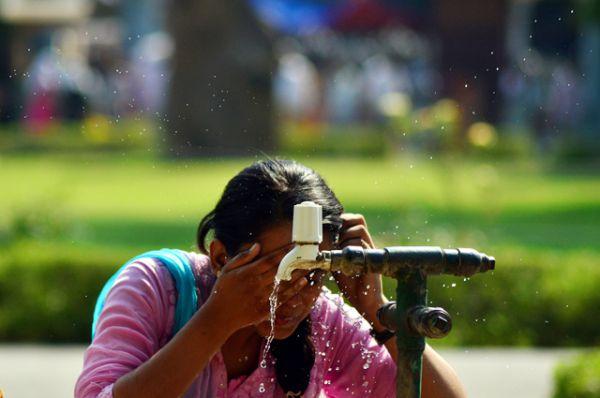 Аномальная жара наблюдалась в отдельных штатах Индии в мае 2015 года и привела к массовой гибели людей. Во многих штатах страны и в столице составляла около 47 градусов Цельсия, а в отдельные дни — 50 градусов.