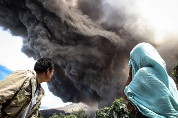 Извержение вулкана Синабунг в северной части острова Суматра в июне 2015 года было таким сильным, что из-за увеличения объёма извергнутой лавы возникла угроза обрушения купола вулкана. Правительство Индонезии приняло решение эвакуировать около 6 тыс. человек из населённых пунктов, расположенных в радиусе 3 километров от вулкана.