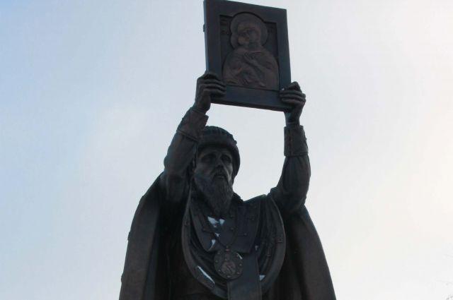 В Чебоксарах состоялось открытие памятника святителю Гурию ...