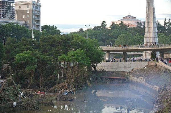 Наводнение в Тбилиси, вызванное обильными дождями в столице Грузии и, как следствие выходом из берегов реки Вере, произошло в июне 2015. В результате наводнения были затоплены жилые дома и здания, повреждены дороги, инфраструктура, из зоопарка сбежали десятки хищных зверей.