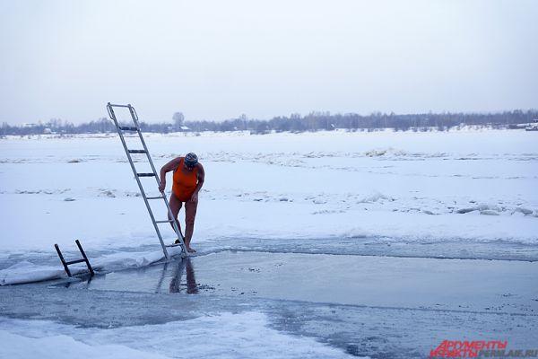 В эти выходные «моржам» «повезло» – на улице стояли сильные морозы.