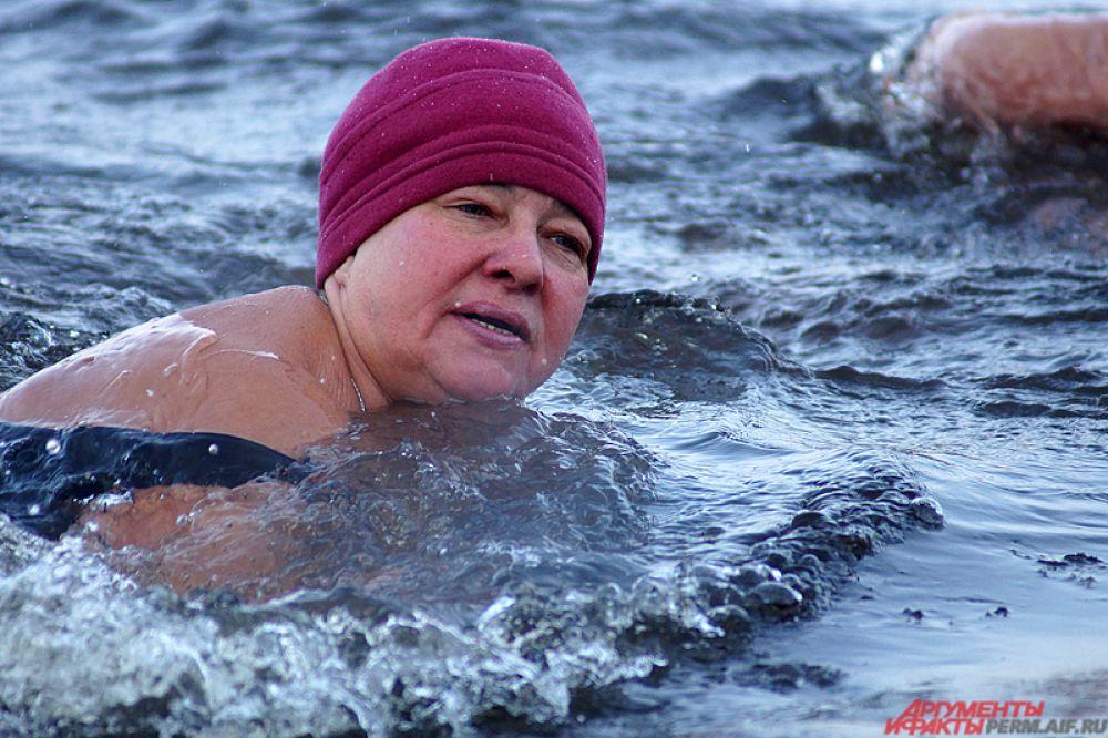Стоит отметить, что участникам не разрешалось использовать специальные плавательные костюмы, например, гидрокостюмы, а также согревающие мази. Это противоречит принципу «моржей», так как закаливание должно проходить только в естественных условиях.