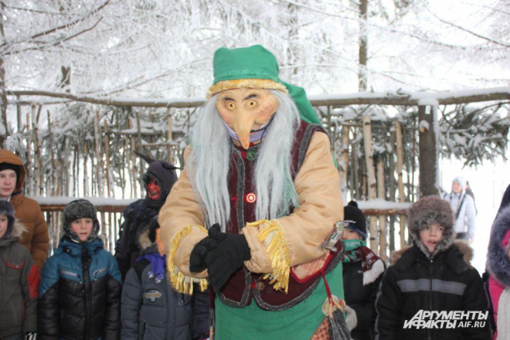 В лесу туристов ждет Баба Яга.