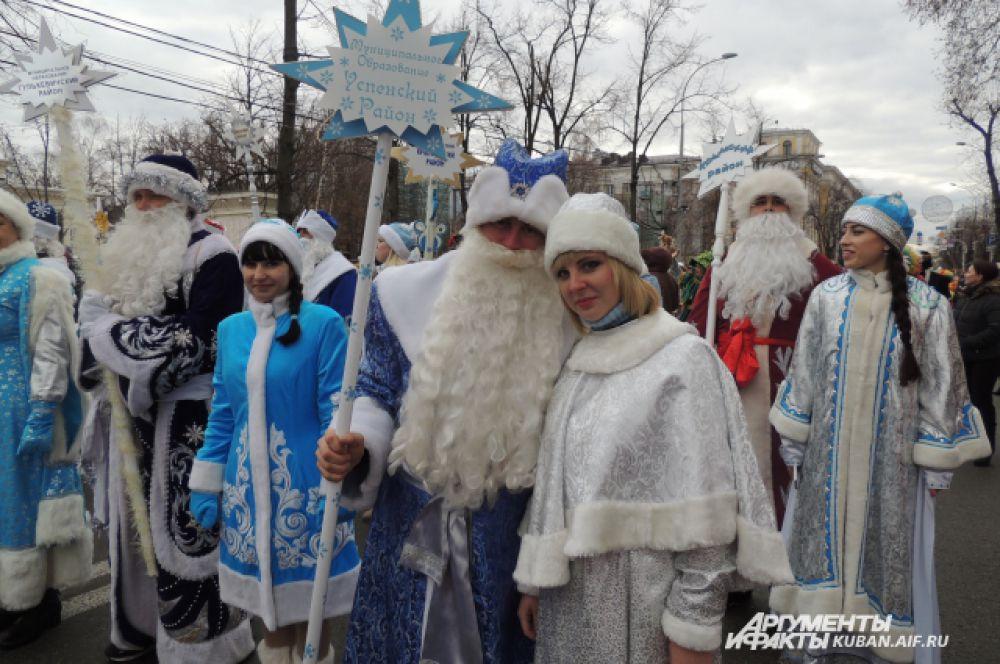 Каждый район Кубани постарался представить самых красивых Деда Мороза и Снегурочку.
