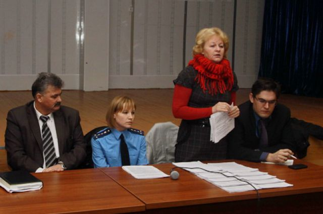Светлана Калинина (вторая справа).