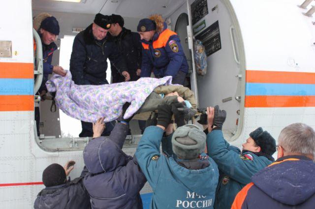 Эвакуация пострадавших при крушении вертолета в Игарке.