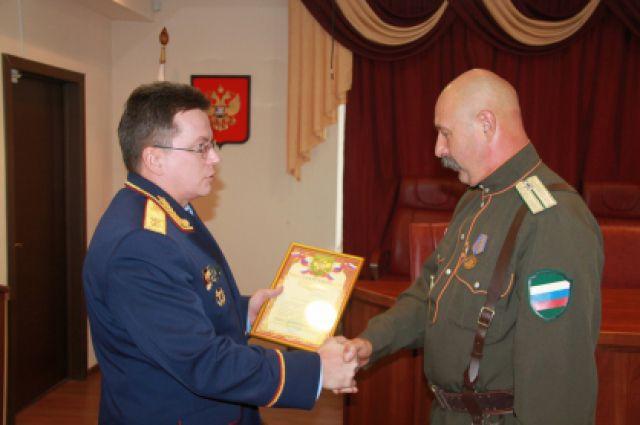 Архив. Николай Савченко получает награду в Следкоме
