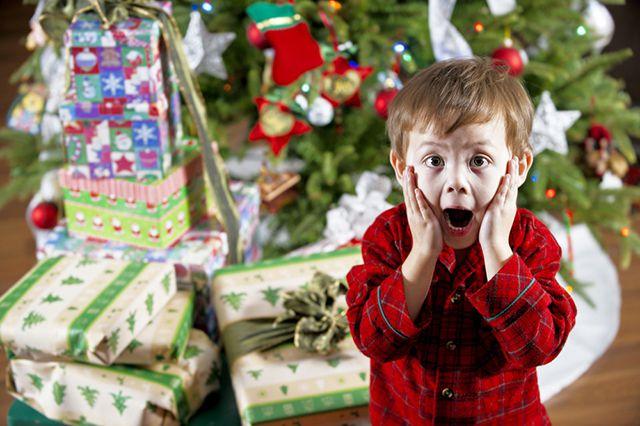 Как дети открывает подарок 660