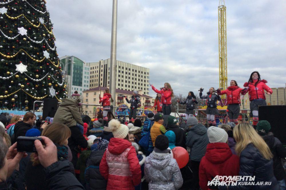 Праздничные концерты ждут жителей и гостей Краснодара ежедневно на театральной площади.