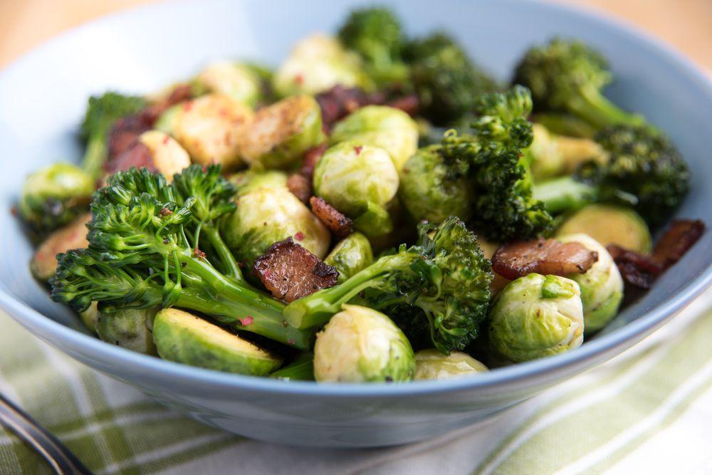 Капустный гарнир. Капуста цветная, брокколи, белокочанная – все виды этого овоща помогают печени нейтрализовать токсины, а также канцерогены.
