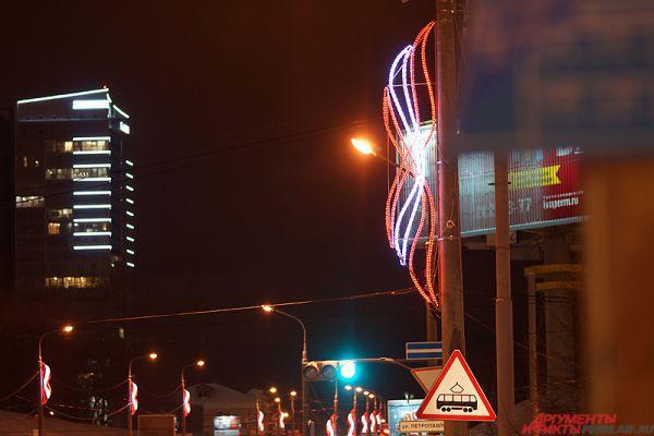 На улице Попова установлены кронштейны в виде факелов.
