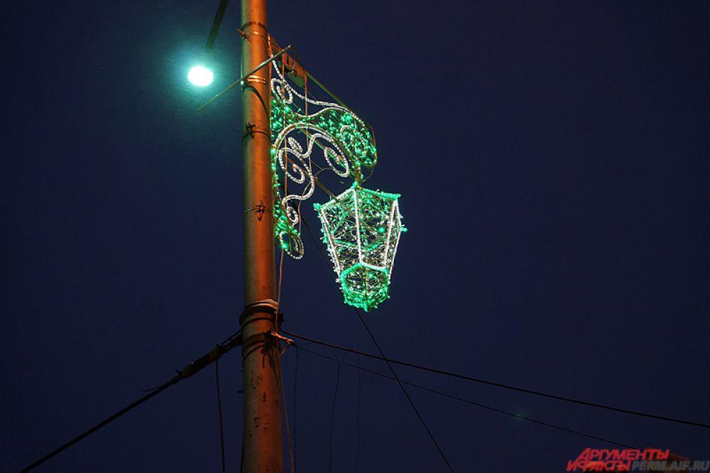 Так, на многих улицах не только центра, но и других районов, стали появляться вот такие яркие фонарики.