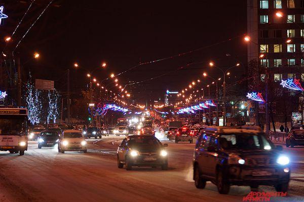 В ближайшее время новые конструкции в форме колец украсят Комсомольский проспект, где ранее иллюминация не устанавливалась.