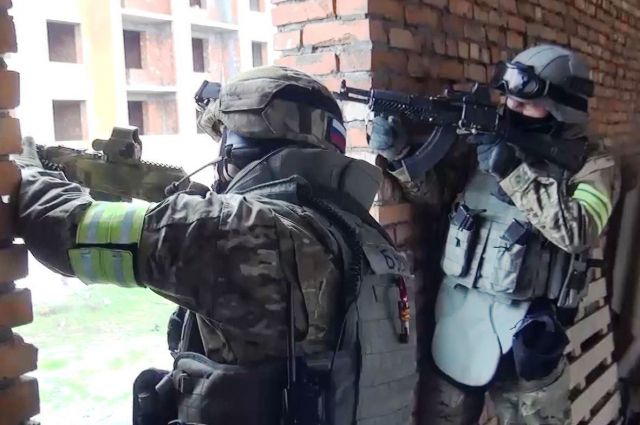 Сотрудникам ФСБ разрешили стрелять поженщинам идетям